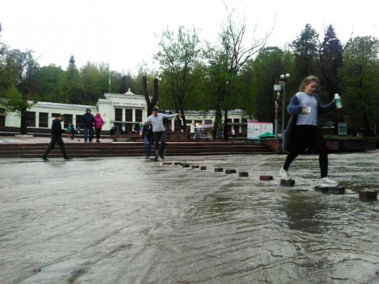На Львовщине сильный дождь затопил Труск…