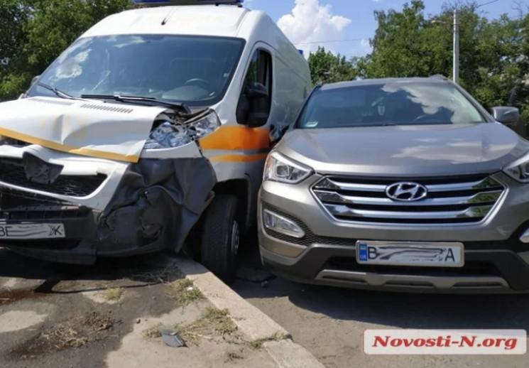 У Миколаєві автівка швидкої зіштовхнулас…