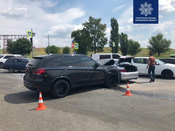 У Харкові біля аеропорту врізалися машин…