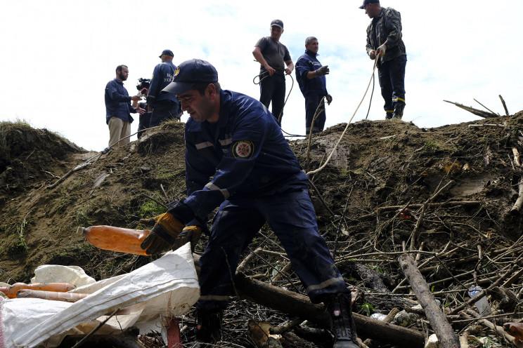 Боржаву розчищають від сміттєвих заторів…