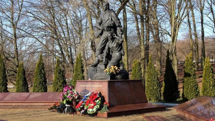 ВВС показала поховання російських військ…