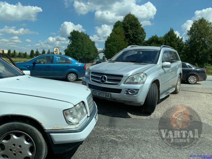 У Львові автомобілі зіткнулися біля іпод…