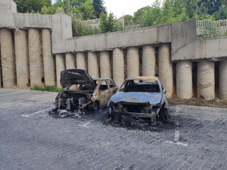У Вінниці вночі згоріли дві автівки…
