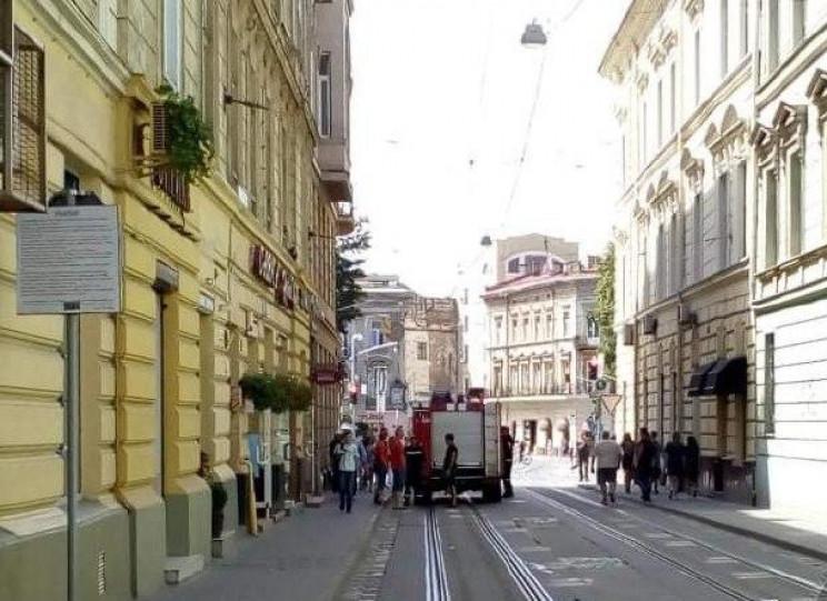 У центрі Львова пожежники протаранили бо…