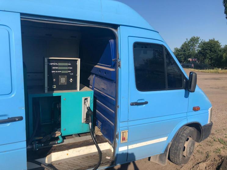 Житель Запорожья переоборудовал машину п…