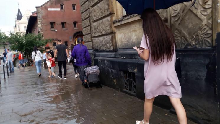 У Львові очікуються гроза і шквал…