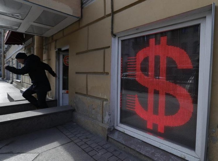 Гривня продовжує падати: Курс валют на 5…