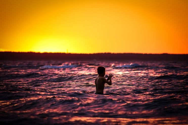 10-річний хлопчик вижив у відкритому мор…