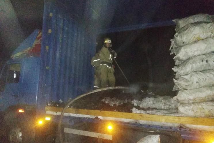На Дніпропетровщині поряд із АЗС горіла…