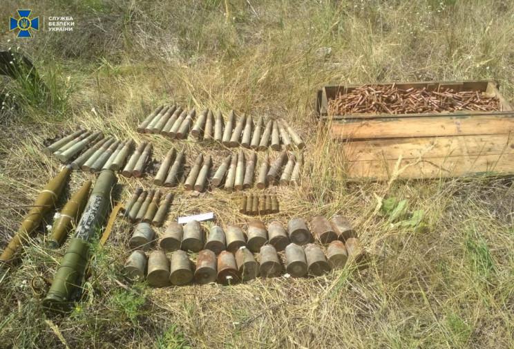 На Луганщине разоблачили тайник боевика,…