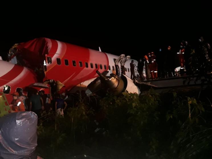 Аварійна посадка літака в Індії: 15 заги…