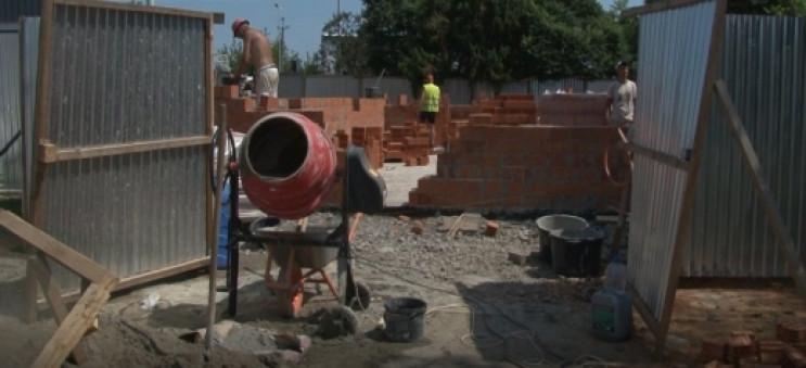 """На КПП """"Тиса"""" почали будувати туалет…"""