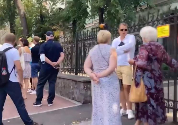 Вибори президента Білорусі: Під посольст…