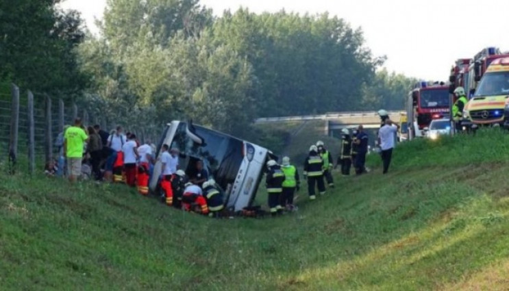 В Угорщині перевернувся автобус з турист…