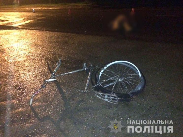 На Прикарпатті, в темну пору доби, 14-річний велосипедист потрапив під колеса легковика