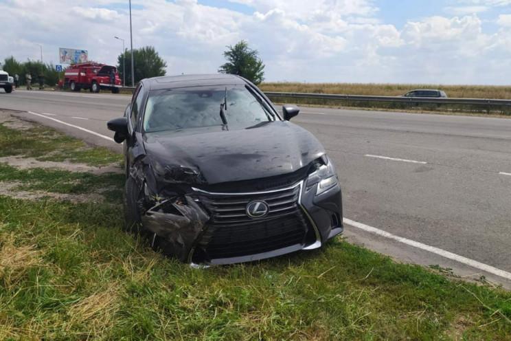 Рядом с Днепром Lexus разорвал пополам с…