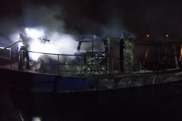 В Кривом Роге сгорело прогулочное судно…