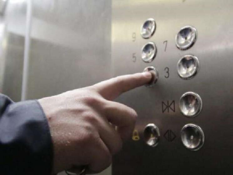 У Дніпрі обірвався ліфт із пасажирами вс…