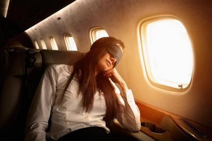 Сон під час зльоту і посадки літака визн…