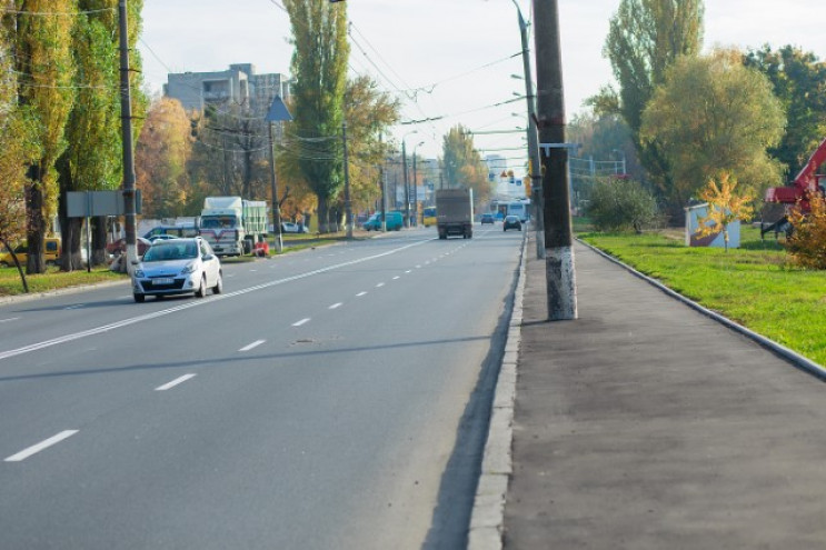 На Київській машина збила 16-річну дівчи…
