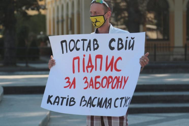 У Львові збирали підписи на підтримку кн…