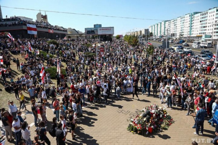 У Мінську на місце загибелі активіста пр…