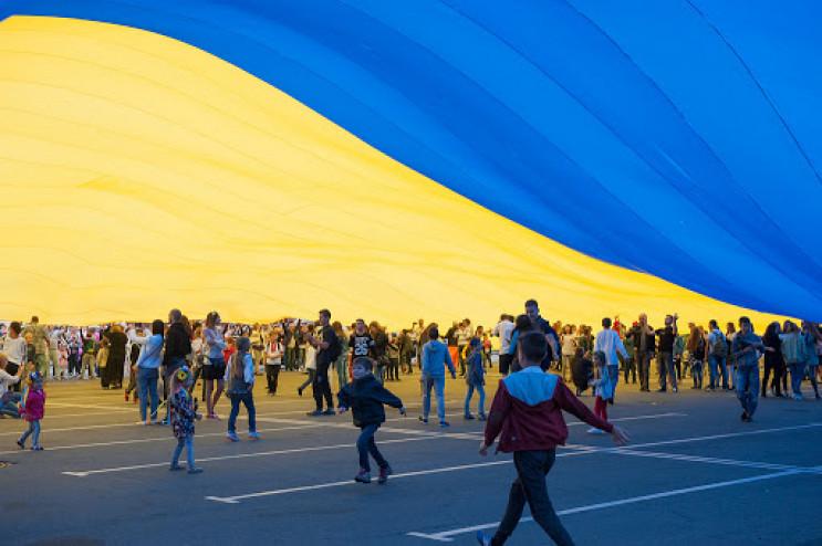Синьо-жовтий прапор як символ протесту:…