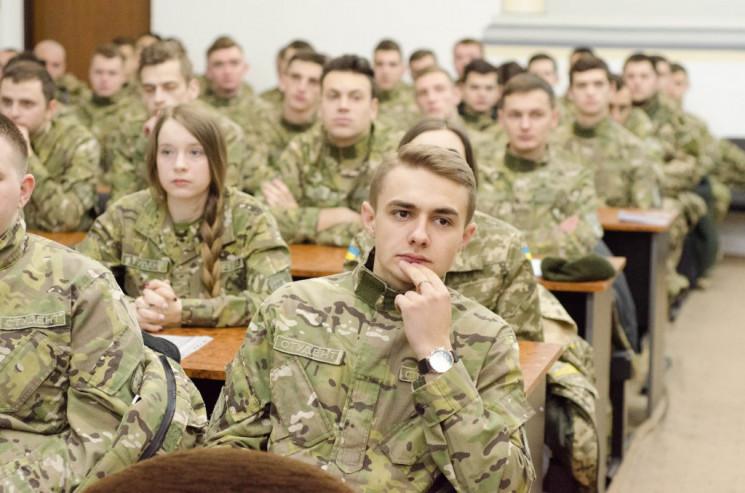Майбутнє армії: Що не так з реформою сис…