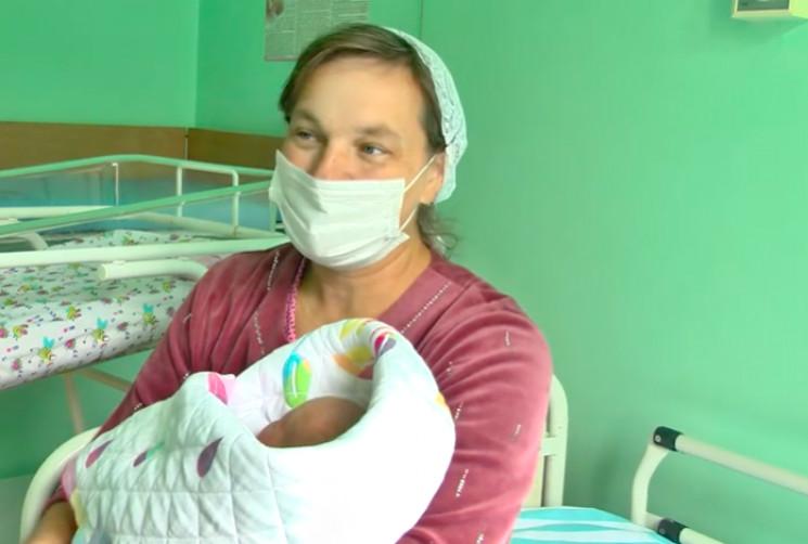 Жителька Хмельниччини у 45 років народил…