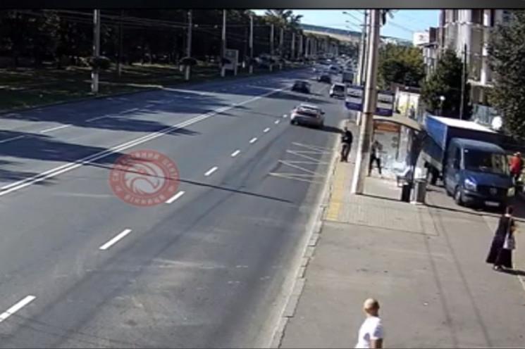 На вулиці Пирогова вантажівка в'їхала в…