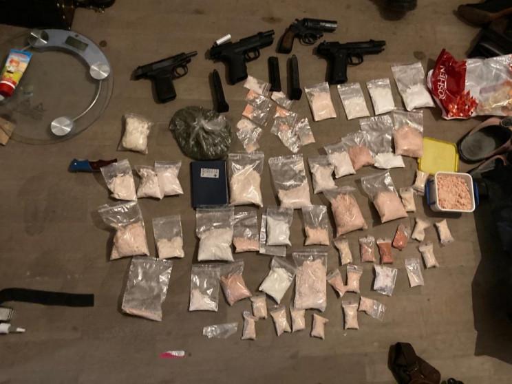 Наркотики, зброя, гроші: На Хмельниччині…