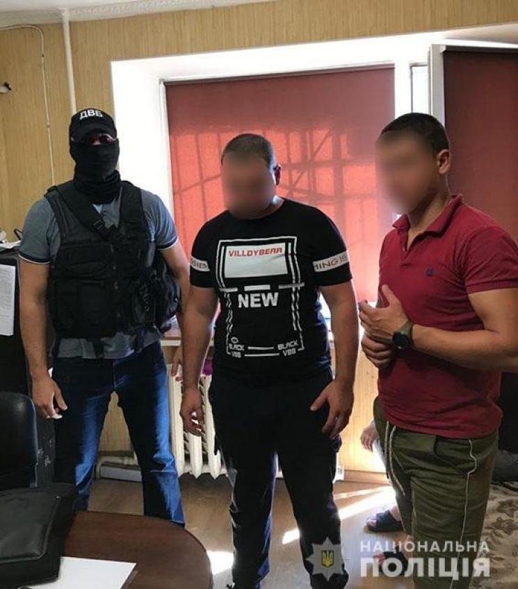 В Одесі чоловіки напали на поліцейського…