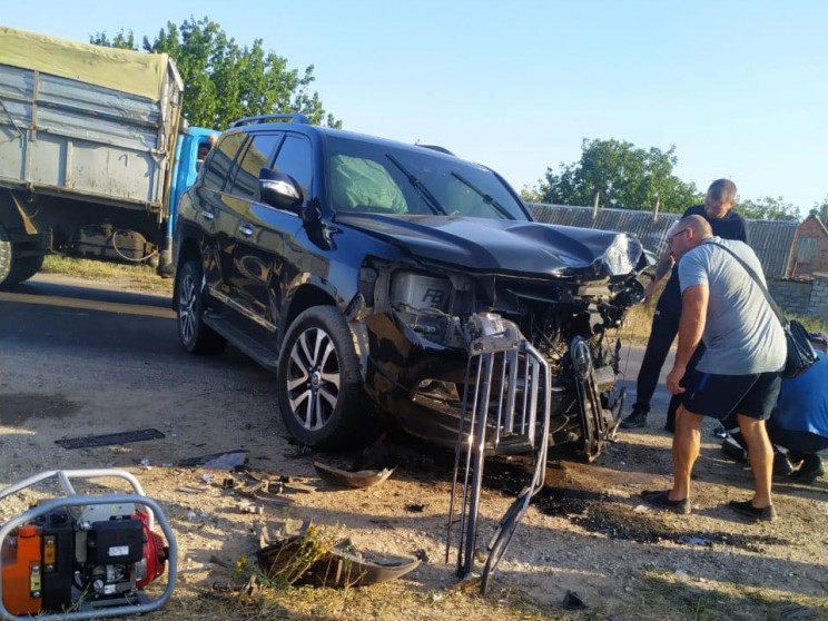 """Как в Николаеве из разбитой машины """"выре…"""