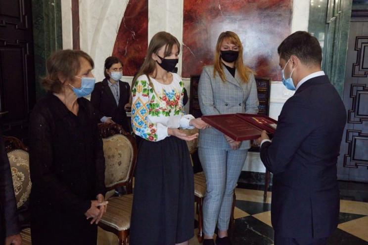 """Золотую Звезду Героя"" президент вручил…"