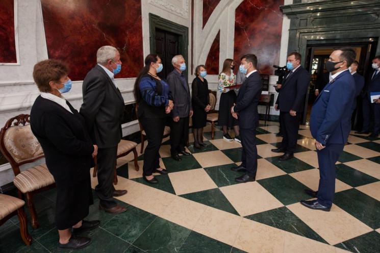 Зеленский присвоил звание Героя Украины…
