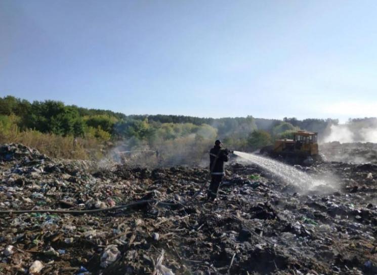 На Житомирщині загорілося сміттєзвалище:…