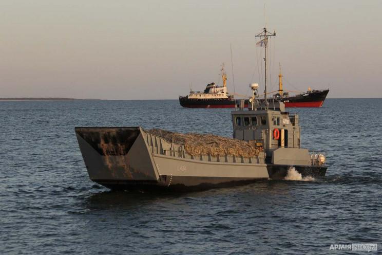 ВМС провели военные маневры в Днепро-Буг…