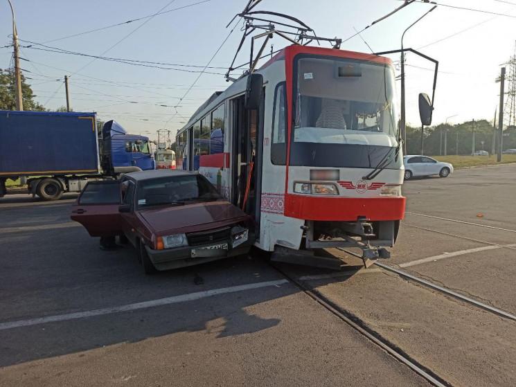 У Запоріжжі за годину два трамваї потрап…