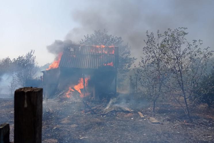 На Дніпропетровщині вогонь з сухої трави…