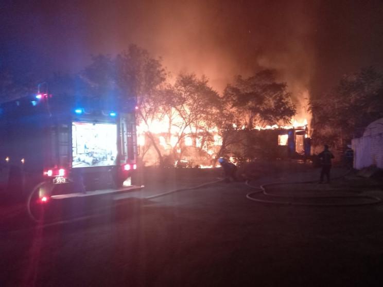 В Херсоне полностью сгорел брошенный на…