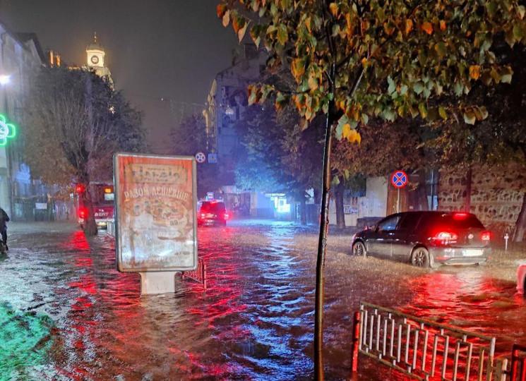 Як затопило Івано-Франківськ (ФОТО)…