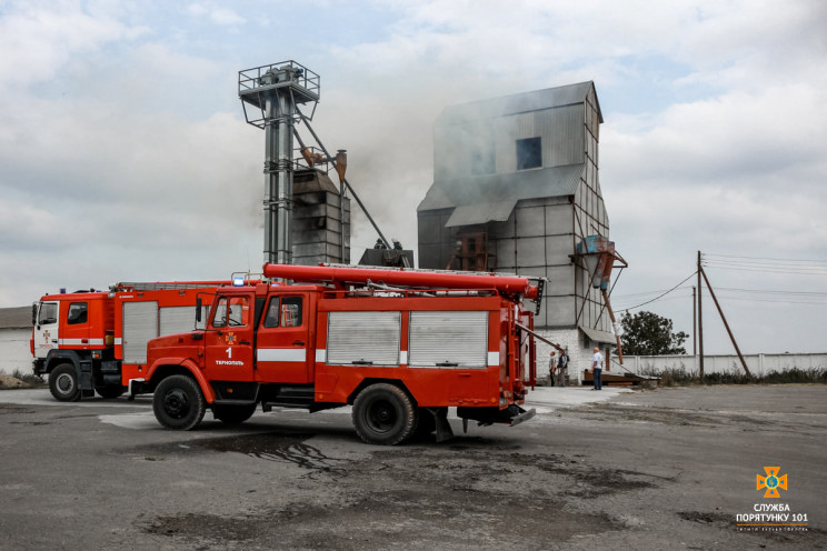 Знову на Тернопільщині горіла зерносушар…