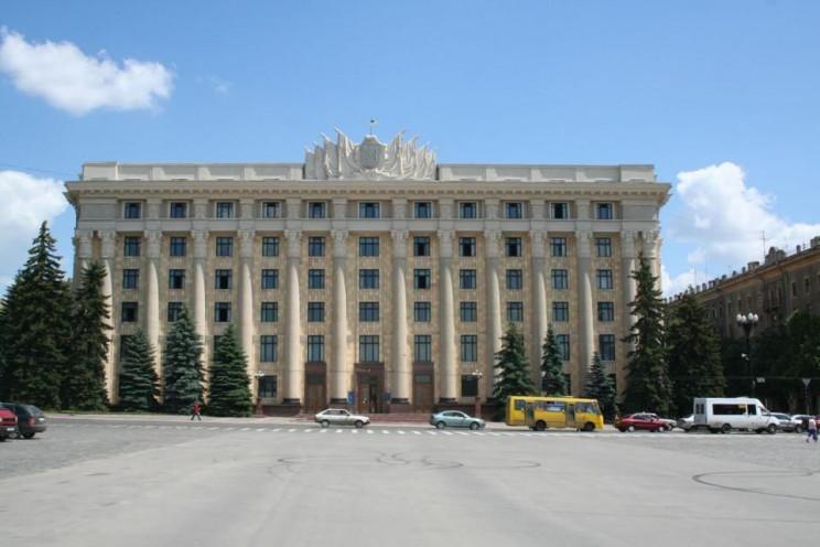Харьковский облсовет перенес сессию из-з…