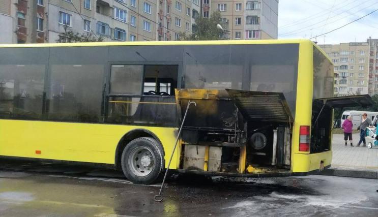 У Львові вигорів рейсовий автобус (ФОТО,…