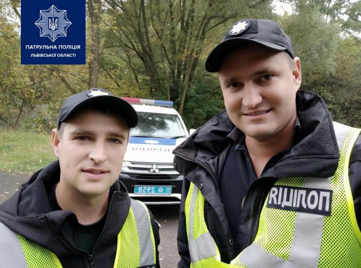 Во Львове полицейские в кустах нашли муж…