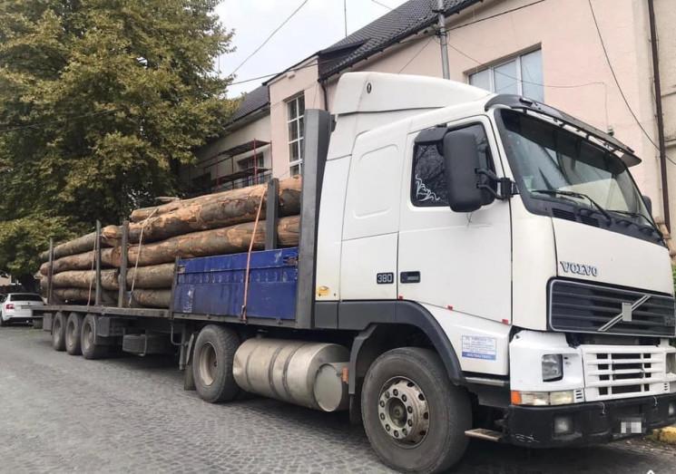 Полиция Закарпатья задержала грузовик с…