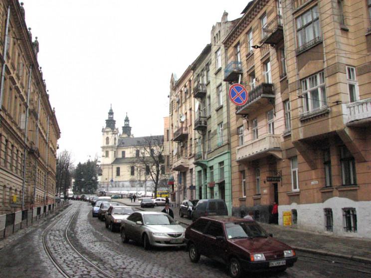 На вулиці Степана Бандери у Львові працю…