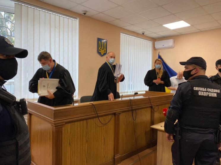 В Одесском суде Сергею Стерненко выбираю…