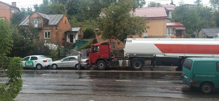 У Львові сталася ДТП біля торгового цент…