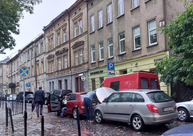 У центрі Львова зіткнулися автомобілі (Ф…